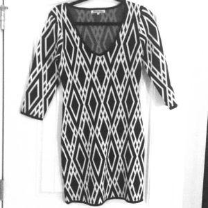 Dresses & Skirts - Large wht & blk patterned sweater dress